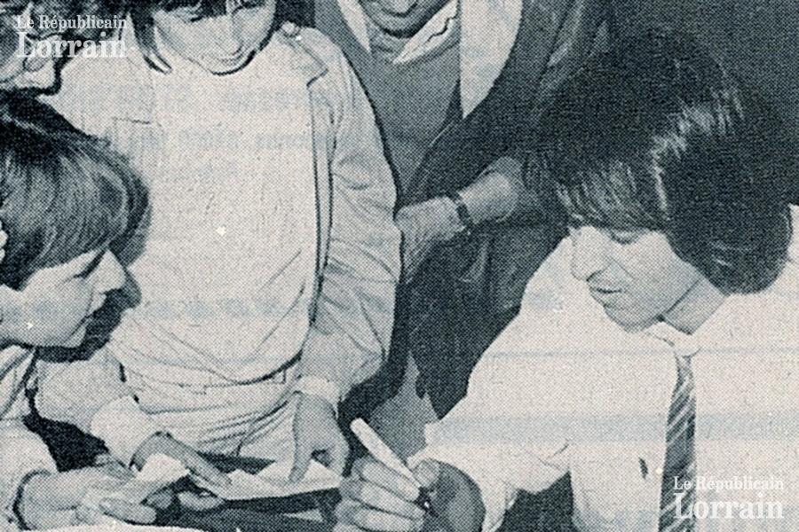 http://www.forum-labas.com/collection/repulorrain/1.en-dedicace-au-republicain-lorrain-a-metz-le-29-avril-1983.jpg